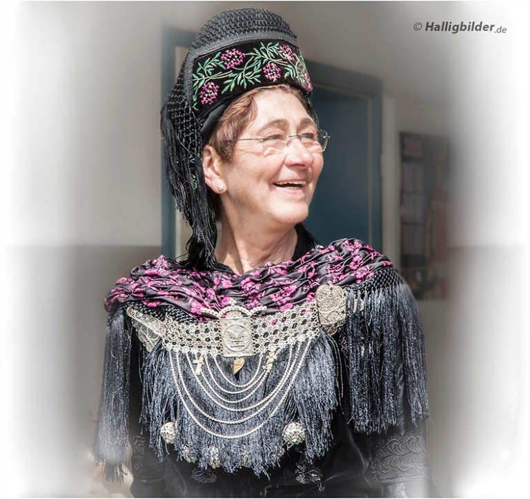 Bärbel Hirsch, Hanswarft - sie hat die Sturmflutgalerie Telefon: 04849 909920