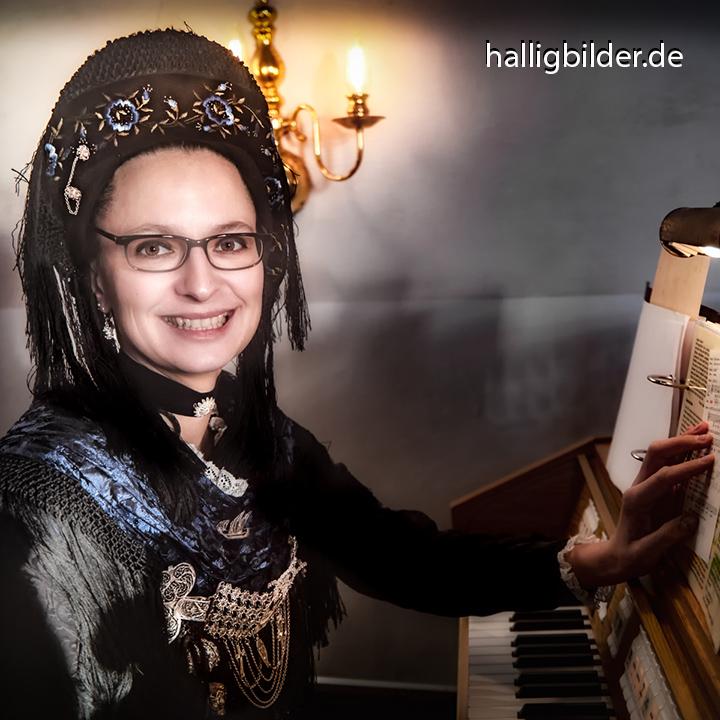 Virginia, Organistin der Halligkirche