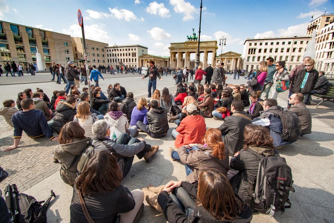 2.Apr.2010 auf dem Pariser Platz vorm Brandenburger Tor,