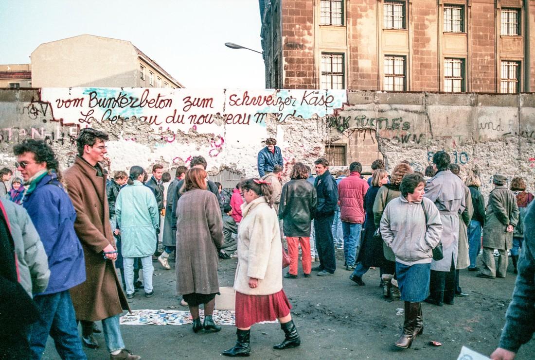 """Jan.1990, direkt hinterm Reichstag: """"vom Bunkerbeton zum Schweizer Käse"""""""