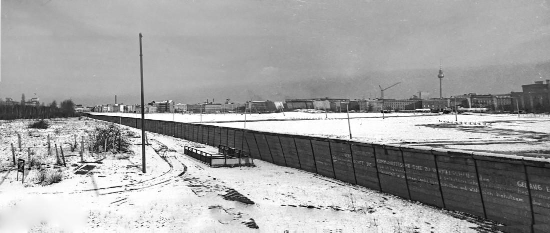 Blick von West-Berlin auf den Potsdamer Platz in Ost-Berlin
