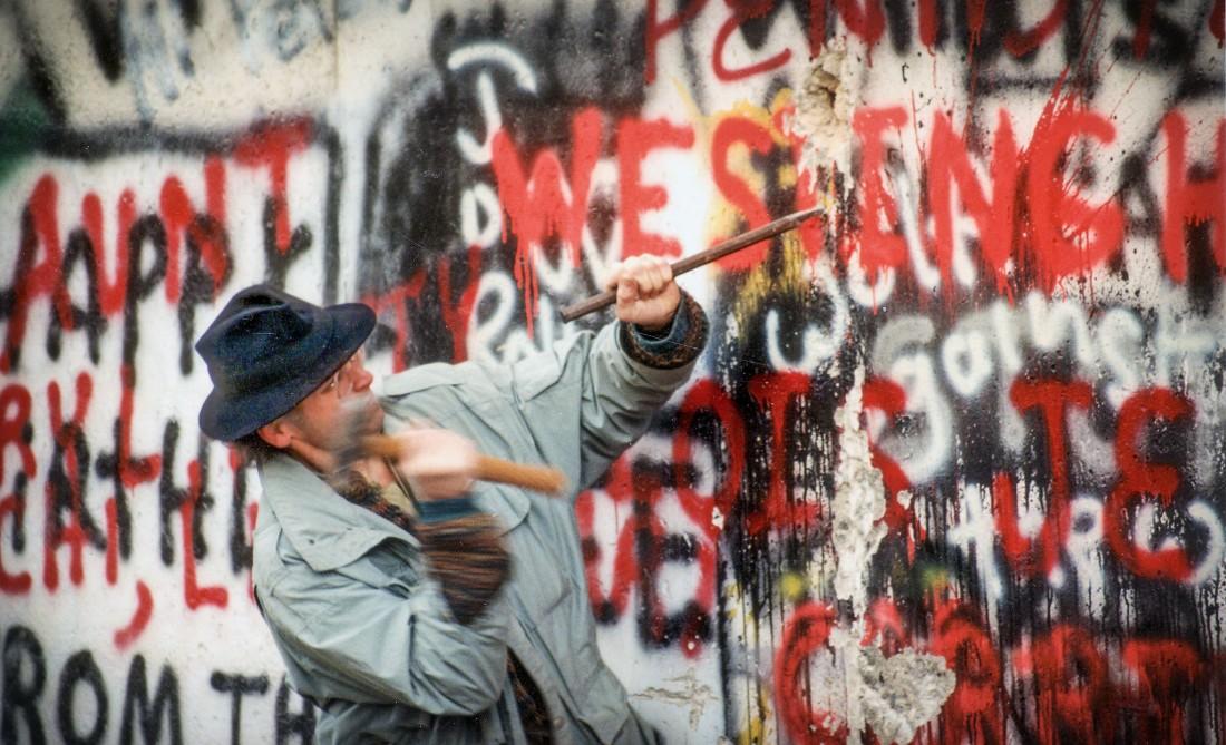 Mauerspecht am Werk