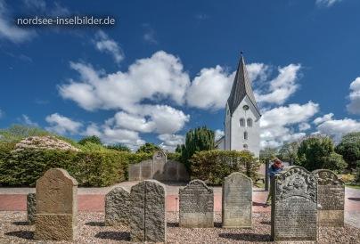 ... sprechende Grabsteine (St. Clemens-Kirchhof in Nebel)